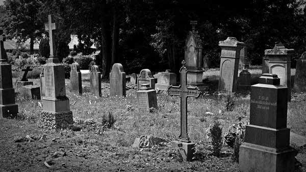 que significa soñar con cementerio y muertos